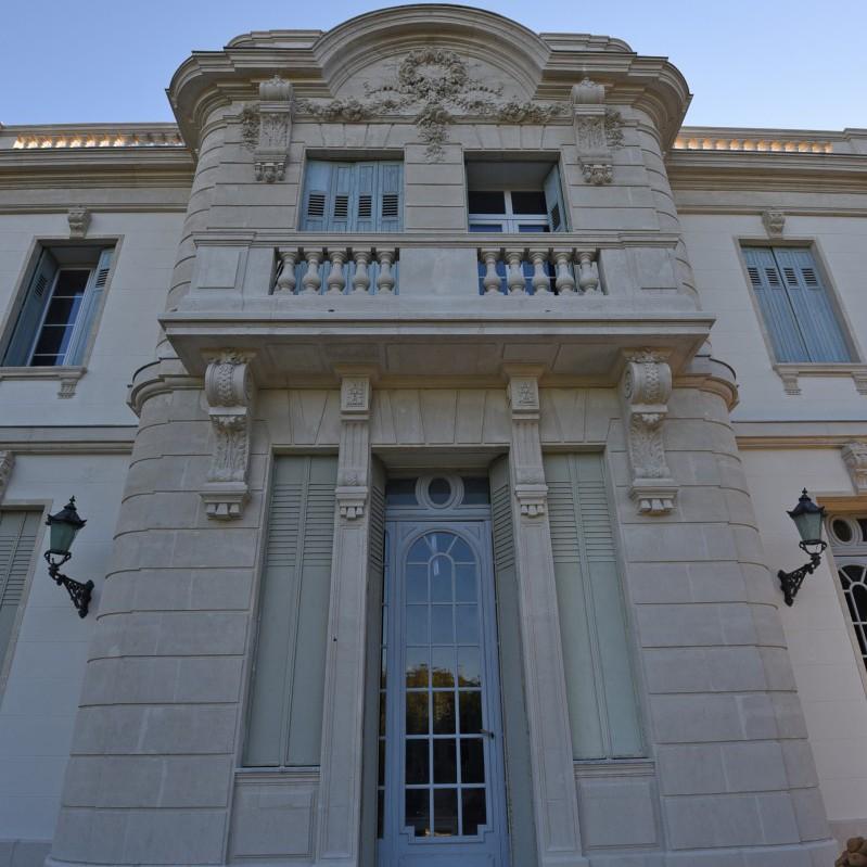 Rénover et rendre leur éclat aux façades anciennes et de caractère.