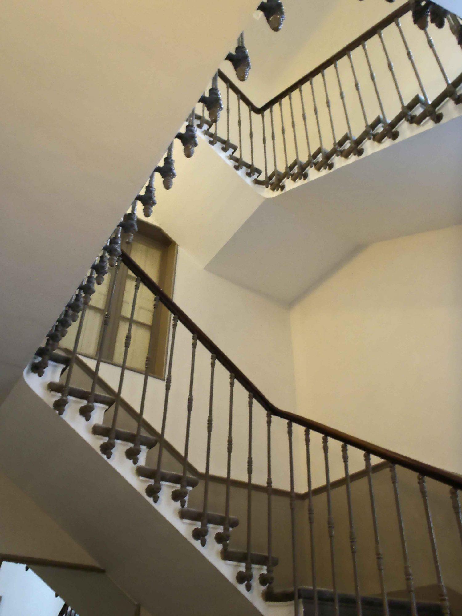 Ad quate r novation de fa ades patrimoine ancien et r cent for Peinture cage escalier immeuble