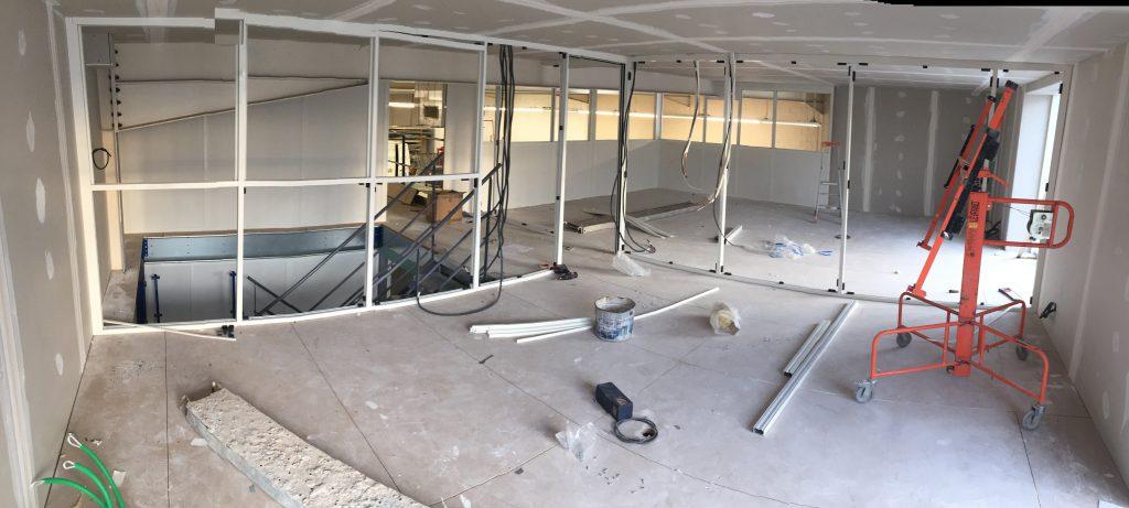 Mise en place cloison étage supérieur des locaux