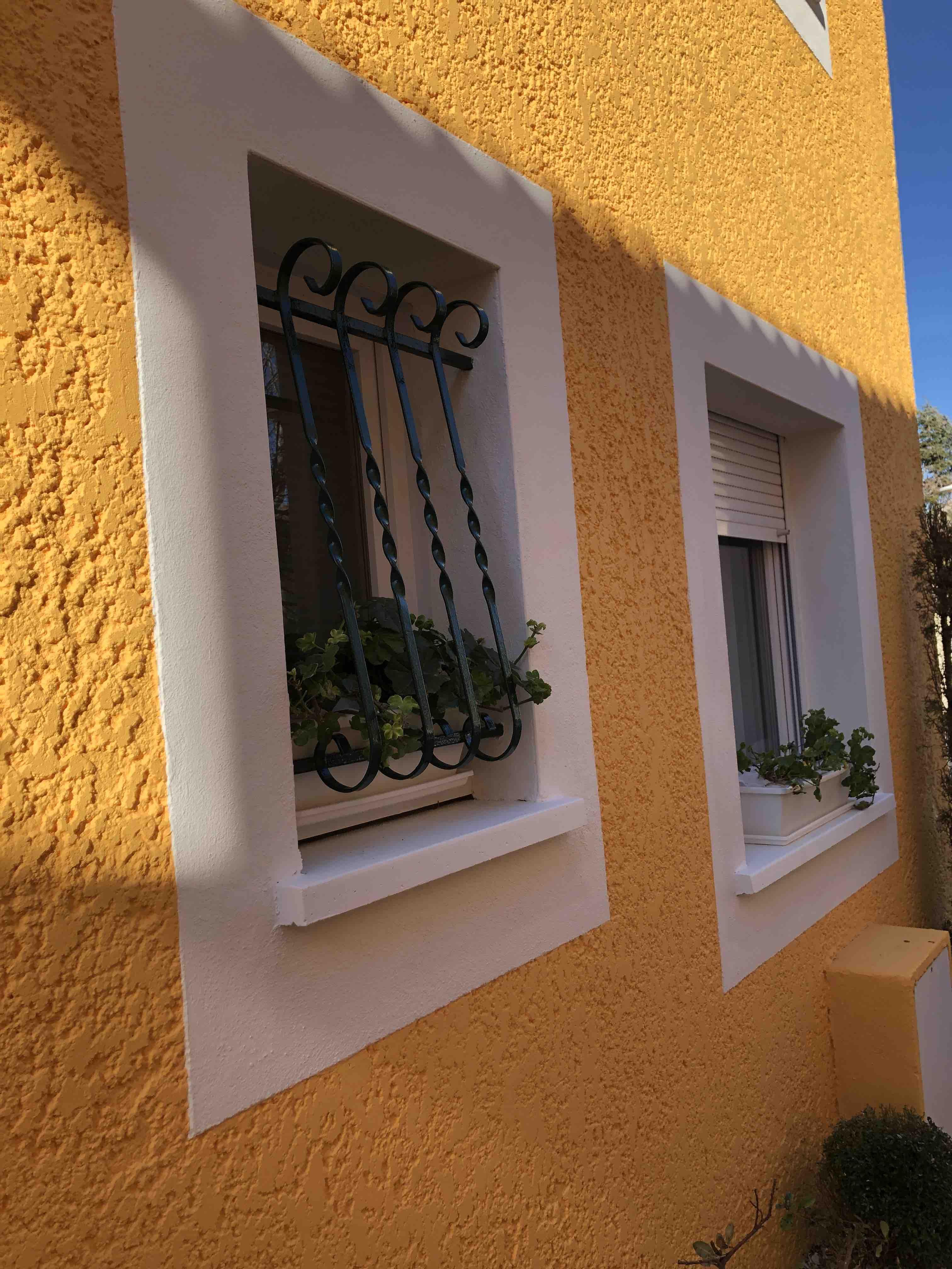 Rénovation de façade à Caissargues près de Nîmes - crépi jaune