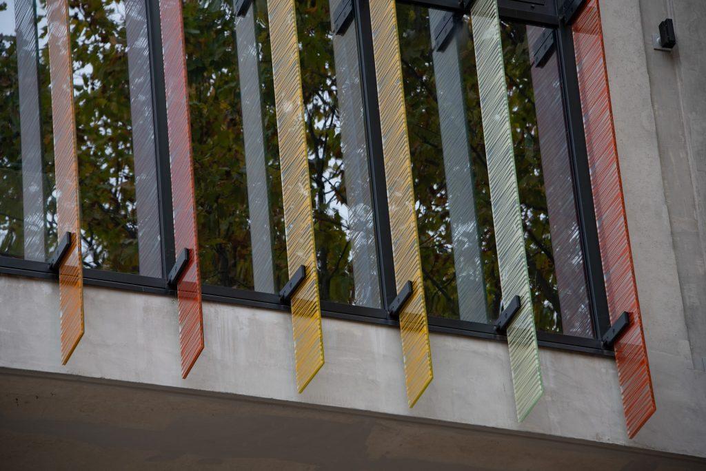 Réalisation de façade : lasure béton par Adéquate Façades pour le Conservatoire à Rayonnement Régional de Montpellier