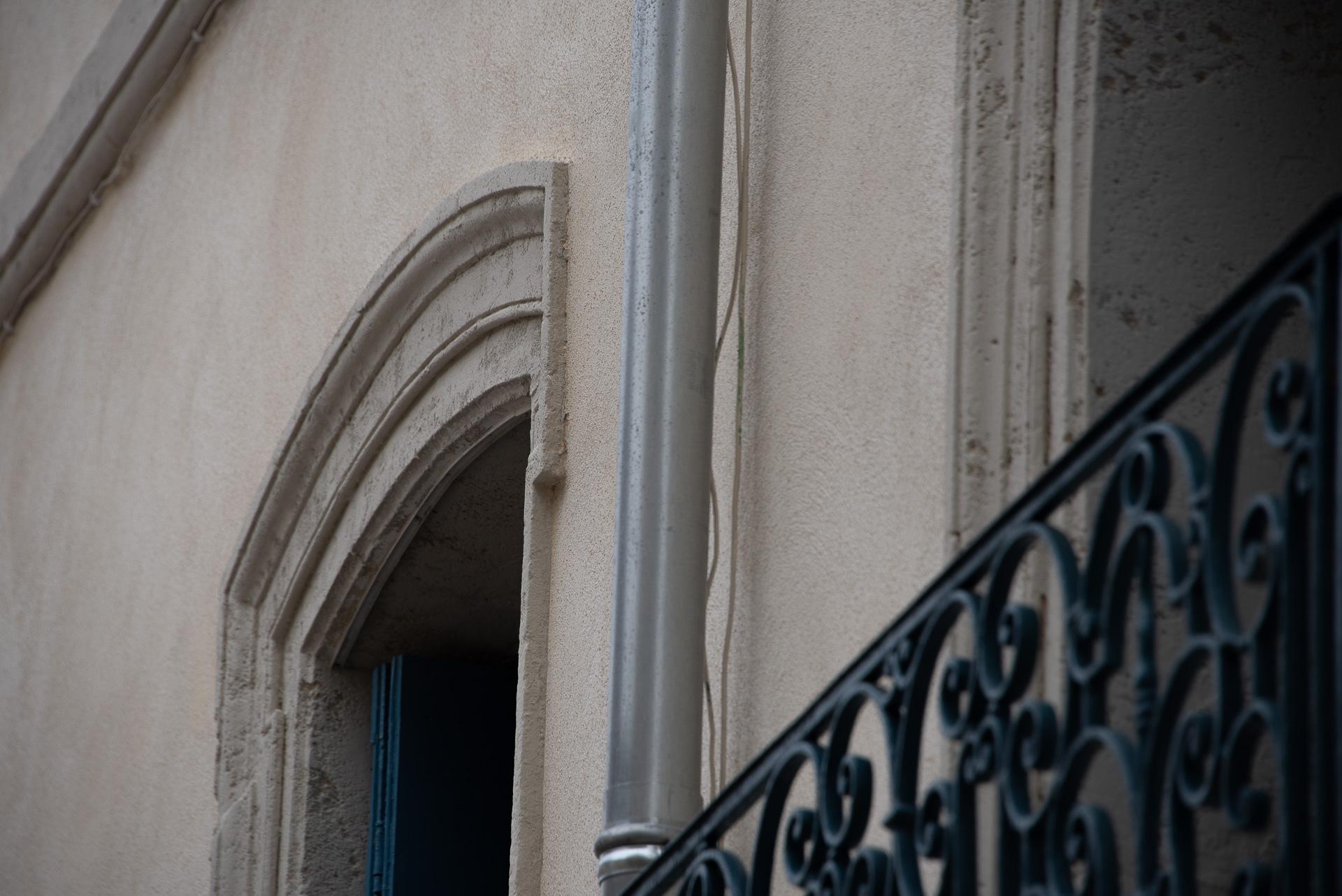 Détails peinture et fintitions ierre - immeuble de patrimoine