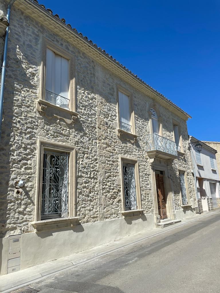 Ravalement de façades d'une maison à Vergèze